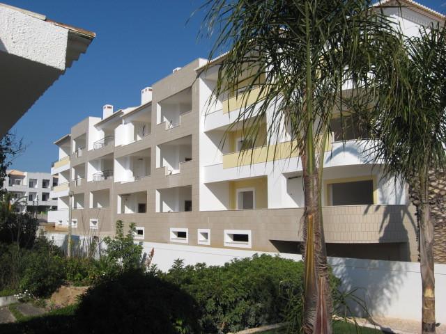 Apartamento T2 de luxo Porto De Mós Santa Maria Lagos - excelente localização, jardins, varandas, ar condicionado, parqueamento, piscina