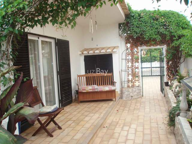 House well located 4 bedrooms Lagos São Sebastião - barbecue, garden, fireplace, swimming pool, terrace, equipped kitchen, garage, air conditioning