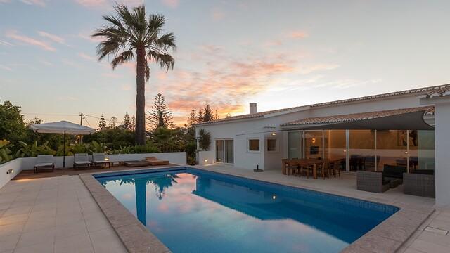 Casa Pelargonios sunset