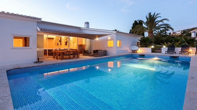 Home V4 Isolated in the center Praia da Luz Lagos - garden, plenty of natural light, barbecue, swimming pool