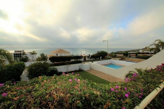 Moradia V6 Praia da Luz Lagos - jardim, excelente localização, vista mar, terraço, lareira, piscina