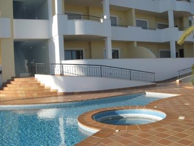 Apartamento novo perto da praia T2 Lagos São Sebastião - arrecadação, bbq, piscina, parqueamento, varanda, jardim, terraço, cozinha equipada