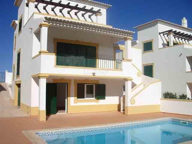 Moradia V4 Meia Praia Odiáxere Lagos - garagem, piscina, ar condicionado, bbq, terraço, jardim, lareira