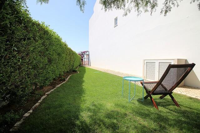 Pequeno jardim lateral