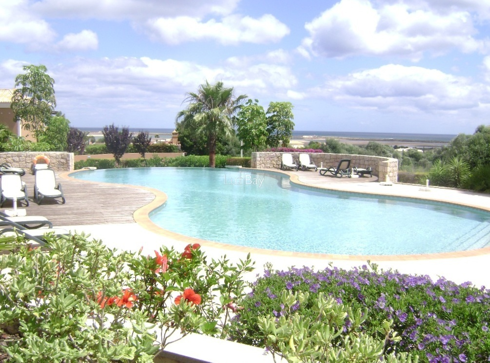 Apartamento T2 de luxo Vale da Lama São Sebastião Lagos - piscina, ténis, parqueamento, jardim, sauna, arrecadação, terraço