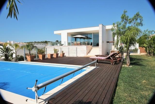 Moradia perto da praia V3+1 Lagos Santa Maria - cozinha equipada, piscina, garagem, terraços, jardim, lareira, arrecadação