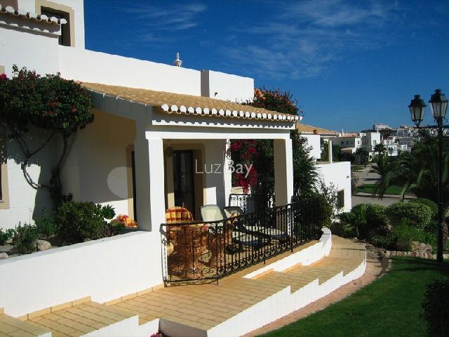 Casa V2 Parque da Floresta Budens Vila do Bispo - terraço, cozinha equipada, excelente localização, piscina