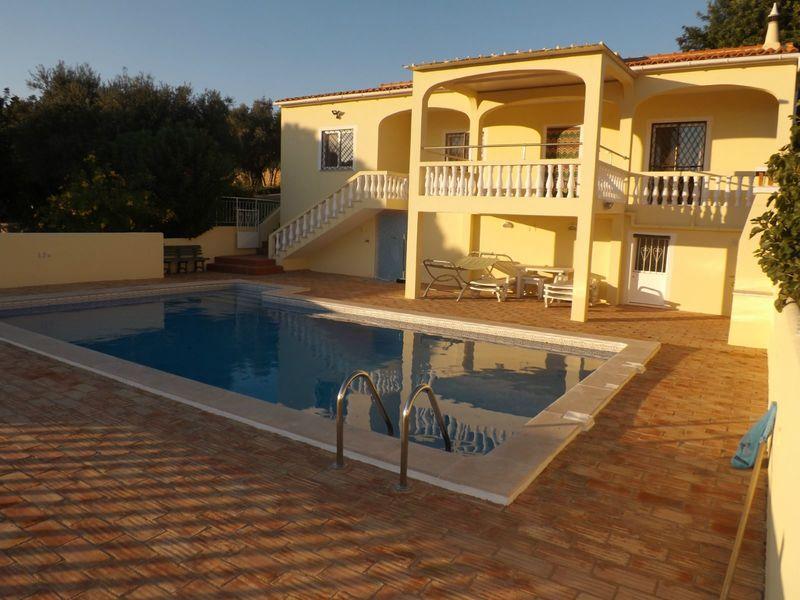Moradia Isolada V3 Faro - lareira, piscina, cozinha equipada, garagem, bbq
