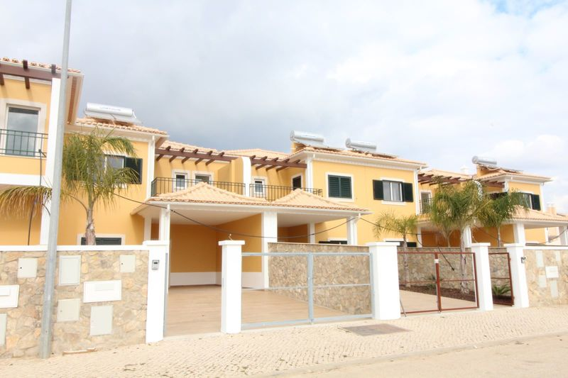 Moradia V4 de luxo Silves - ar condicionado, jardim, painéis solares, varanda, terraço