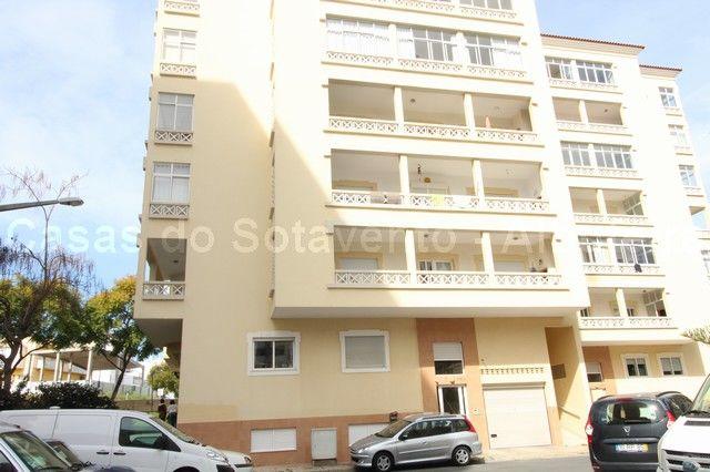 Apartamento bem localizado T3 Quinta das Romanzeiras Portimão - bonita vista, lugar de garagem, varandas, cozinha equipada