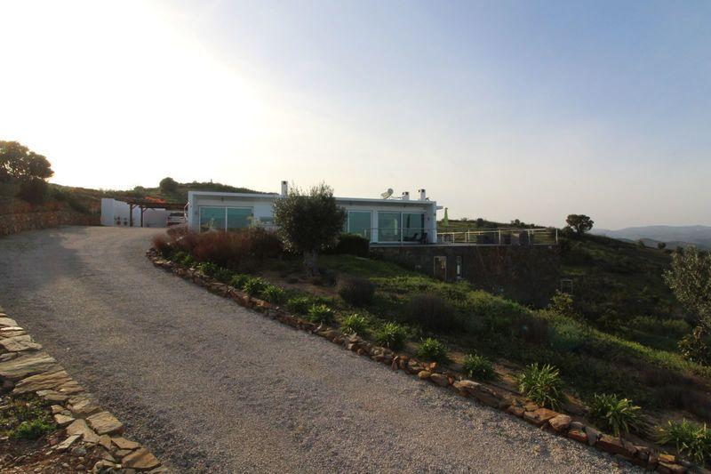 Moradia V4 Moderna Tavira Santa Maria Tavira - lareira, ar condicionado, rega automática, piscina, jardim, terraço