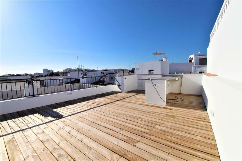 Moradia V2 Renovada Baixa Olhão - varanda, vidros duplos, ar condicionado, terraço