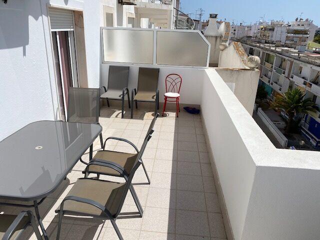 Apartamento bem localizado T2 Vila Real de Santo António - ar condicionado, terraço, cozinha equipada
