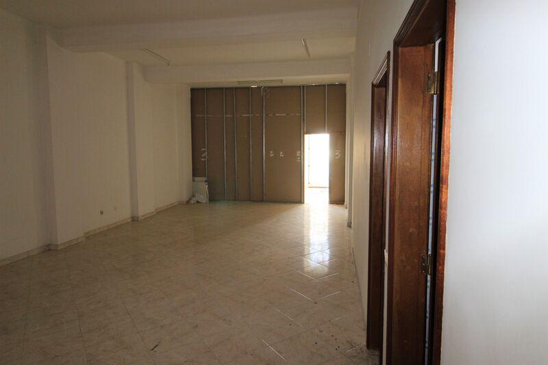 магазин E.N. 125 Quelfes Olhão - подсобное помещение