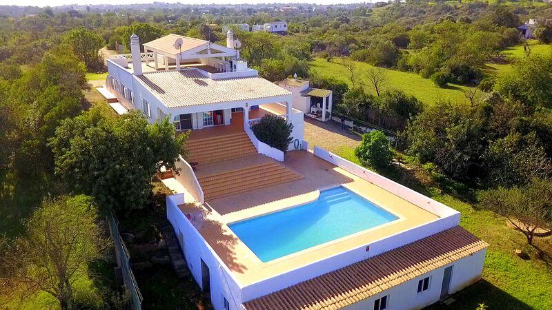 Moradia V4 Quelfes Olhão - zona calma, jardim, terraço, bbq, piscina