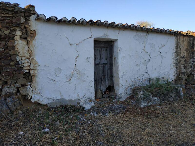 Ruína para reconstruir V1 Tanoeiro Castro Marim - garagem, arrecadação