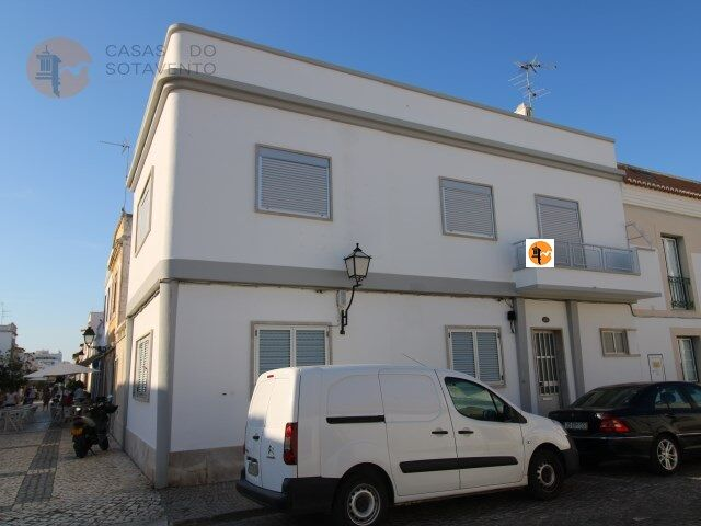 Moradia no centro V3 Vila Real de Santo António - terraço, varanda, cozinha equipada