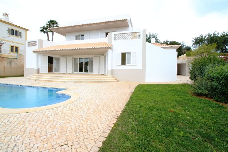 3-bedroom-137m2-House-with-swimming-pool-for-sale-in-Albufeira-Algarve