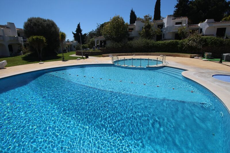 1 032 m² Land plot with swimming pool for sale in Albufeira, Algarve