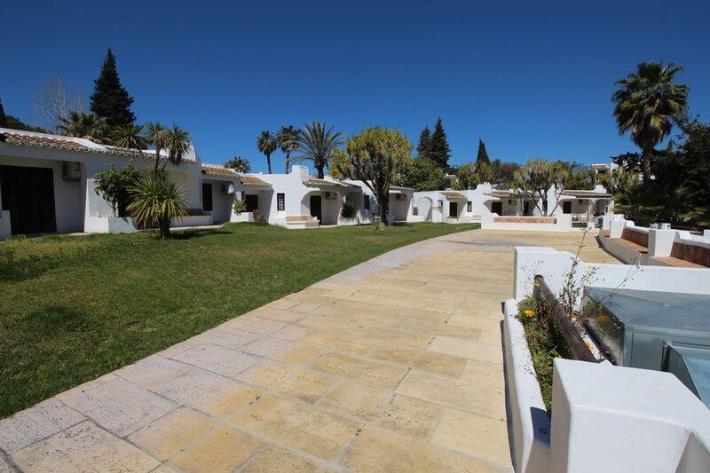 Lote de Terreno com 1032 m²  e piscina em Albufeira