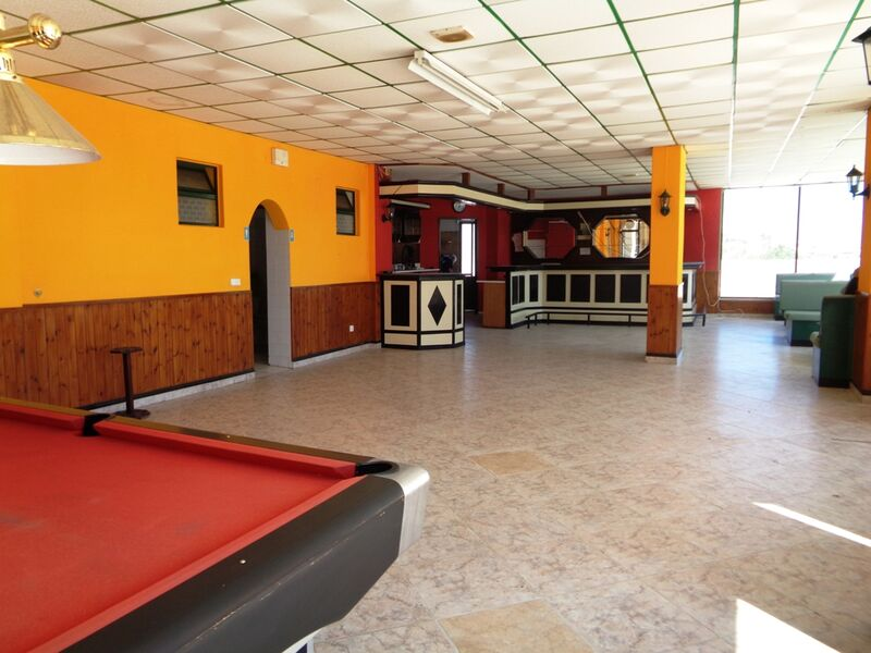 -116m2-Commercial-area-with-swimming-pool-for-sale-in-Albufeira-Algarve
