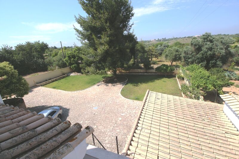 4 bedroom House with swimming pool in Lagoa