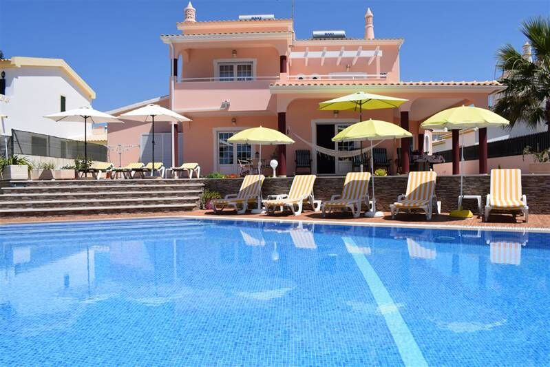 4-bedroom-361m2-House-with-swimming-pool-for-sale-in-Albufeira-Algarve