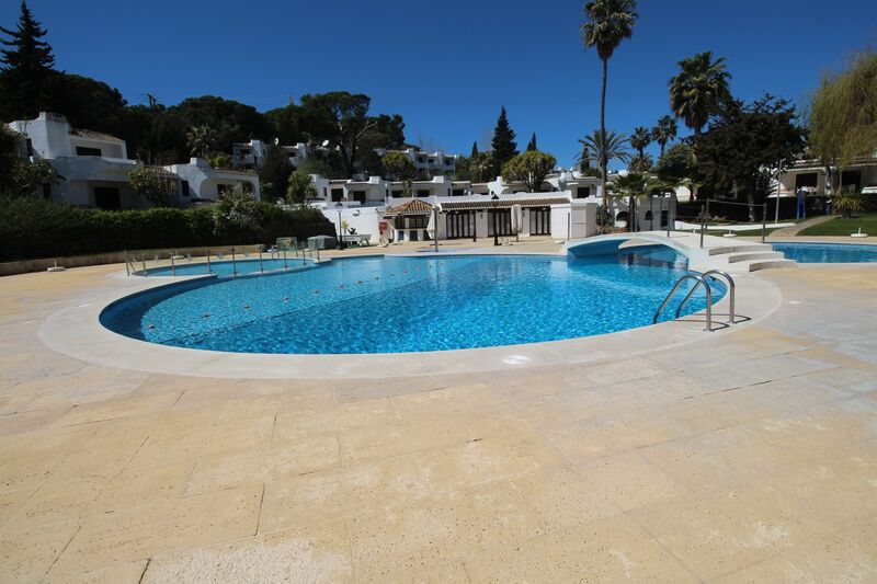 851m2-54m2-Land-plot-with-swimming-pool-for-sale-in-Albufeira-Algarve