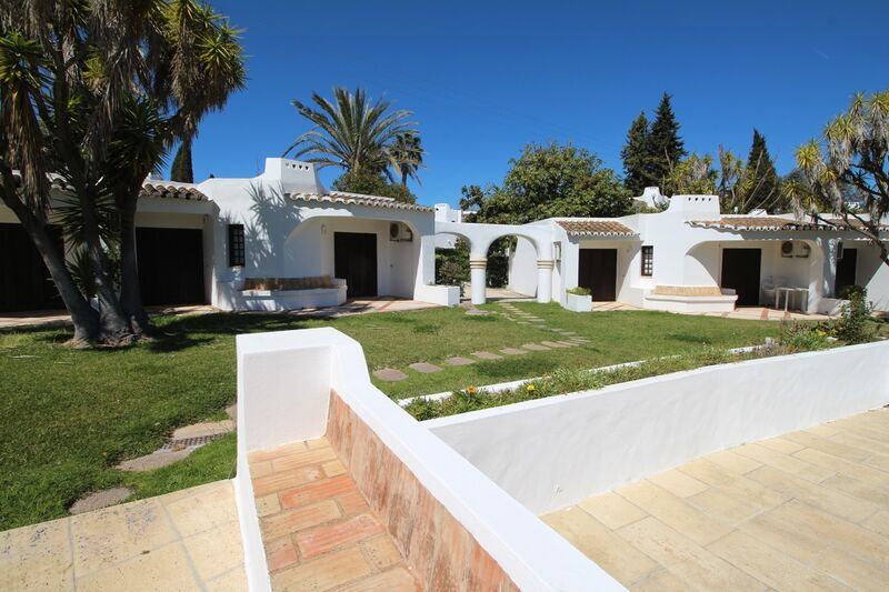 851 m²  Land plot with swimming pool in Albufeira