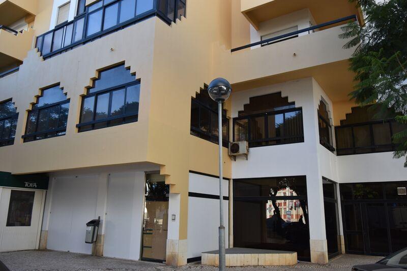 -246m2-Commercial-area-for-sale-in-Portimão-Algarve