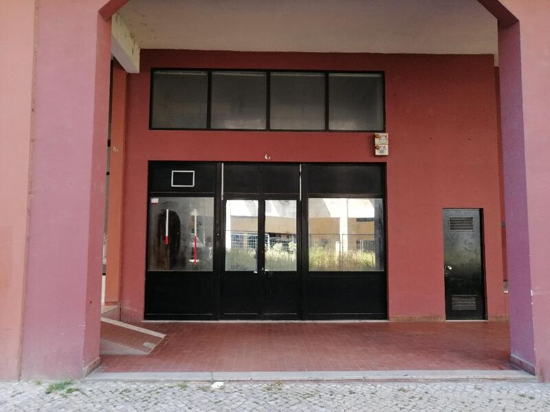 Loja no centro Lumiar Lisboa - bons acessos