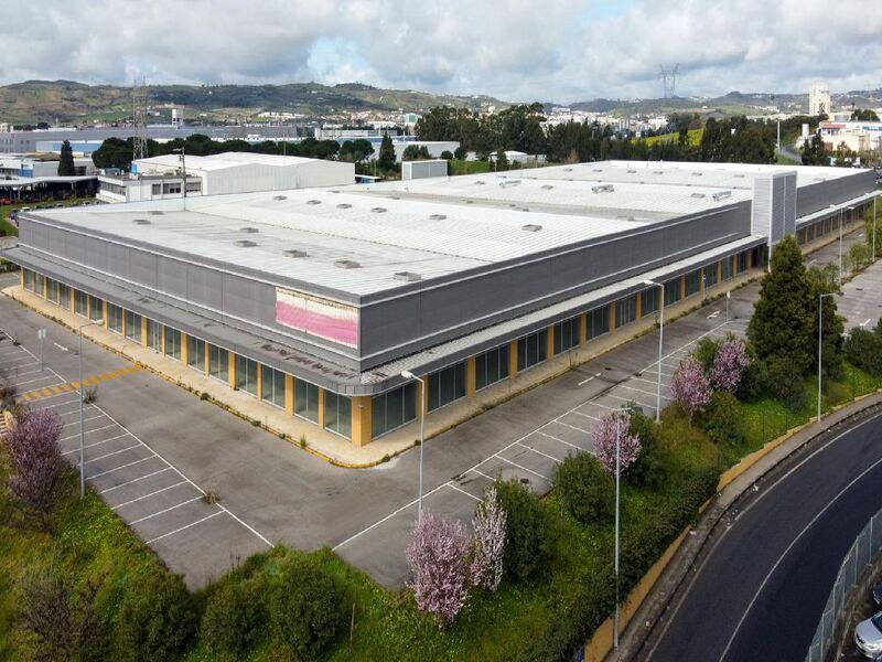 Escritório Industrial com 12097m2 Alenquer - estacionamento