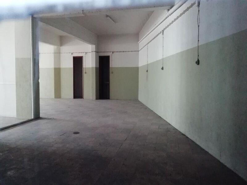 Shop with 369.60sqm Almada