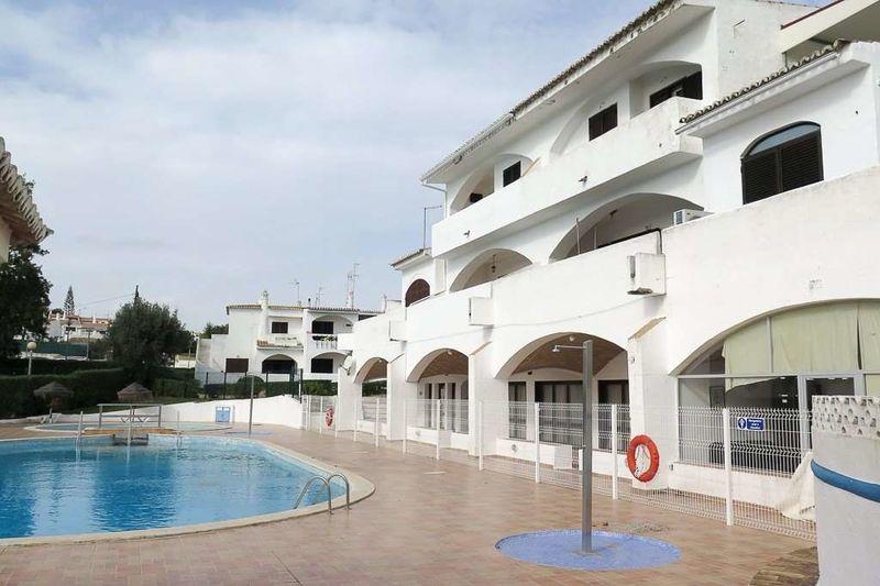 Loja Porches Lagoa (Algarve) - arrecadação, cozinha, terraço, varandas
