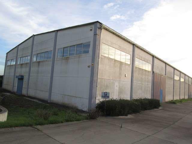 Armazém Industrial na zona industrial Palmela - arrumos, espaço amplo, bons acessos, recepção