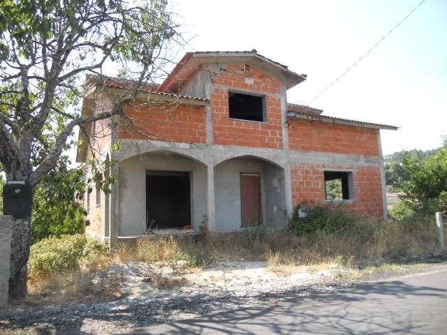 Moradia Isolada Ribolhos Castro Daire - sótão, garagem