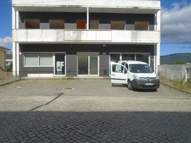 Loja Santo Tirso - garagem, varanda, cozinha, bons acessos