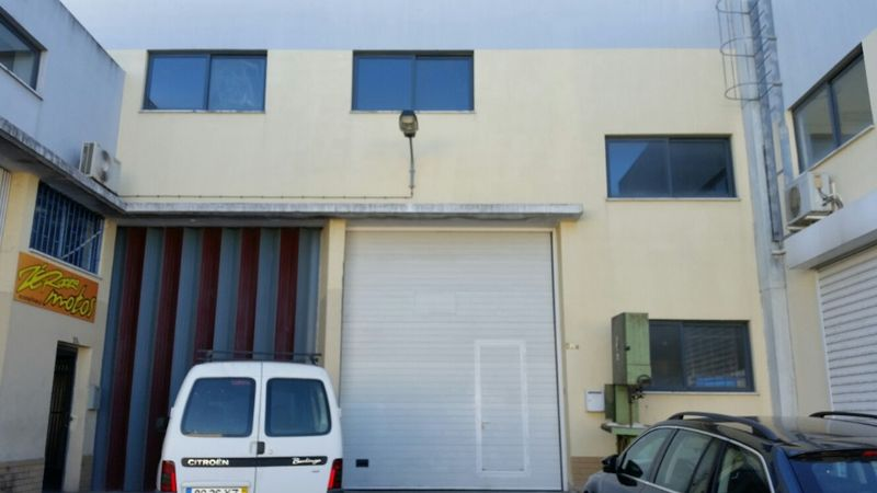 Armazém Industrial Corroios Seixal - estacionamento, bons acessos