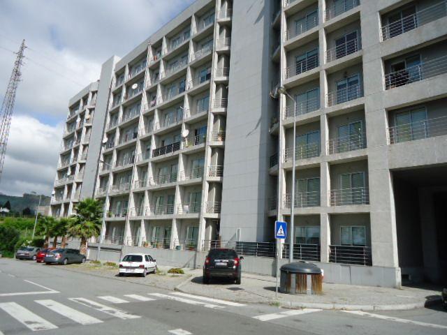 Apartamento T3 Mouriz Paredes - varanda, r/c, 4º andar
