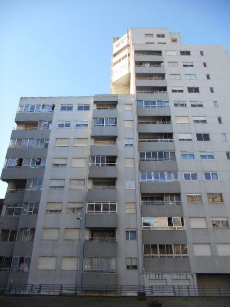 Apartamento T1 Vila Nova de Gaia - r/c, aquecimento central, 3º andar, varanda, marquise