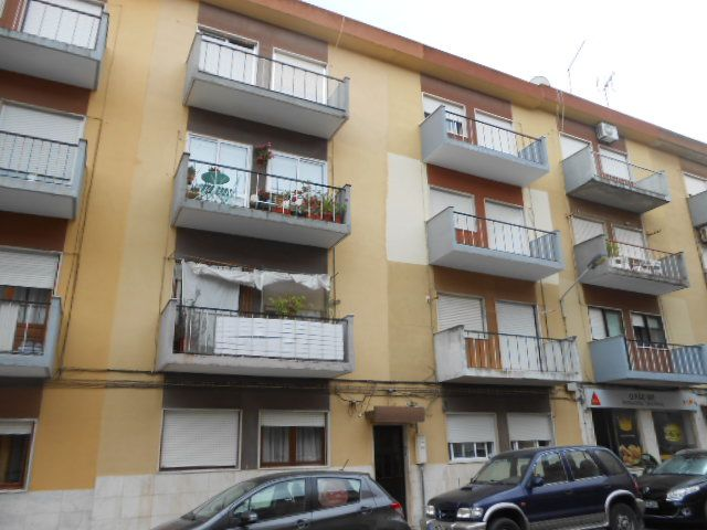 Apartamento T2 em zona central Baixa da Banheira Moita - marquise, varandas