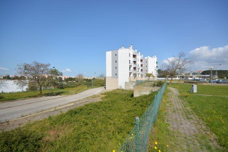 Terreno com 815.50m2 Aldeia de Paio Pires Seixal - boa localização, bons acessos