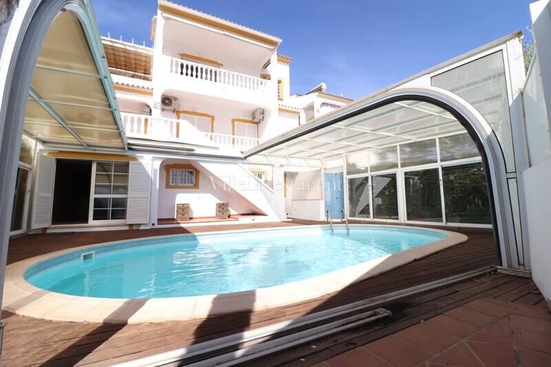 Moradia V5 Remodelada no centro Caliços Albufeira - cozinha equipada, bbq, piscina, terraço, lareira