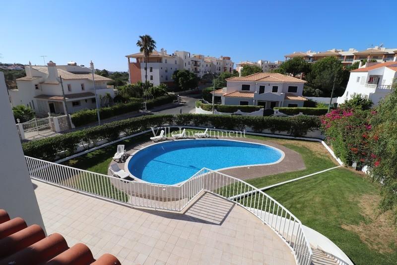 Moradia V4 Remodelada Montechoro Albufeira - lareira, piscina, isolamento térmico, bbq, garagem, jardim