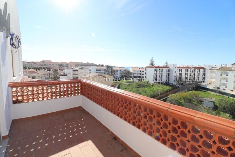 Apartamento com vista mar T2 Olhos de Água Albufeira - terraço, cozinha equipada, varanda, sótão, lareira, vista mar, marquise, bbq