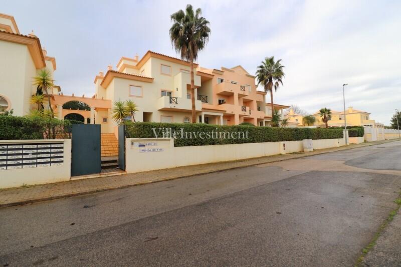 Apartamento T2 Quinta do Paiva Albufeira - piscina, cozinha equipada, condomínio privado, lareira, jardim, varandas