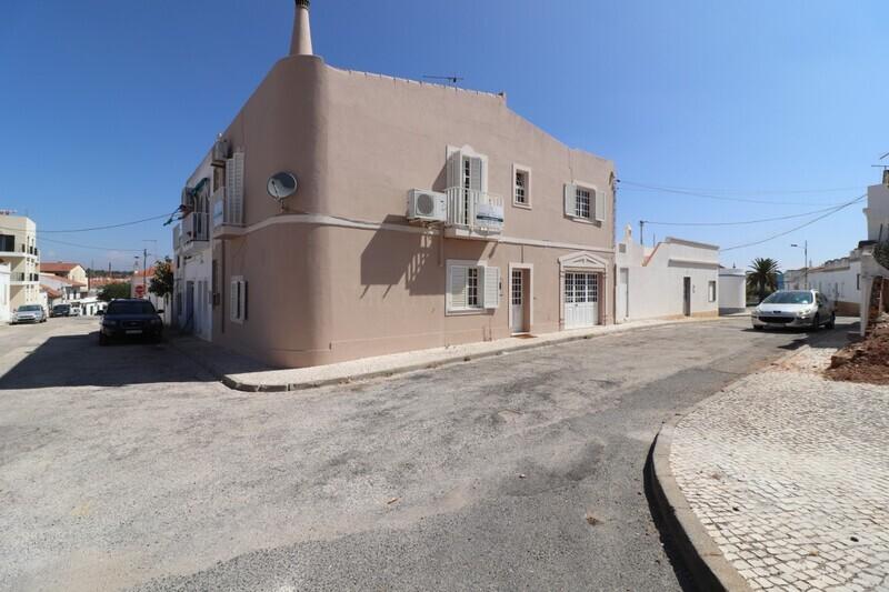 Apartamento T2 no centro Algoz Silves - cozinha equipada, bbq, marquise, lareira
