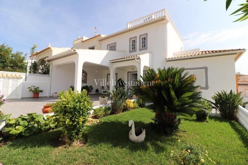 Moradia V4 Albufeira - piscina, varandas, garagem, jardim, painel solar, lareira, cozinha equipada, terraço