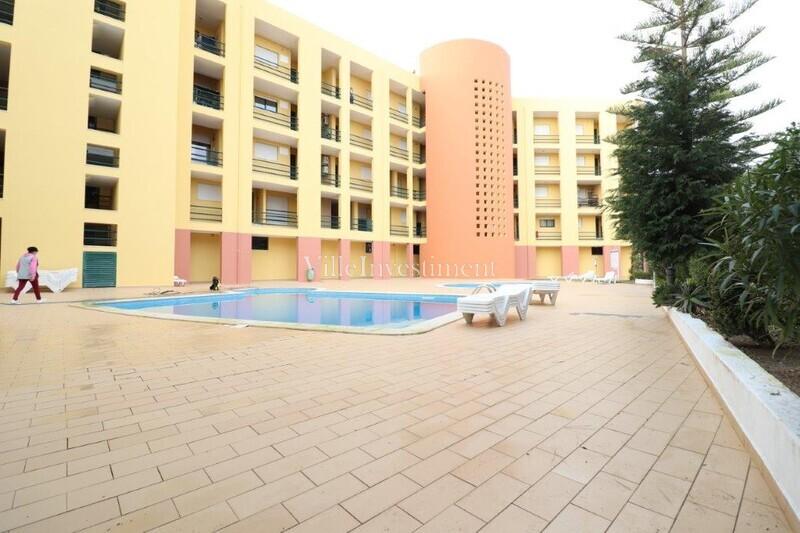 Apartamento T1 Montechoro Albufeira - piscina, 1º andar, varandas, cozinha equipada, lugar de garagem