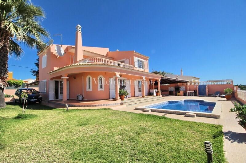 Moradia V4 Branqueira Albufeira - equipado, jardim, piscina, vista mar, ar condicionado, garagem, lareira, cozinha equipada, terraço